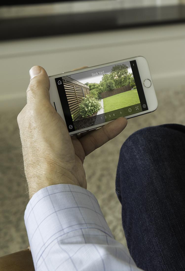 Systém Control4 Vás chráni v ktoromkoľvek momente, takže Vy sa môžete venovať čomukoľvek inému a svoju domácnosť si skontrolovať sporadicky